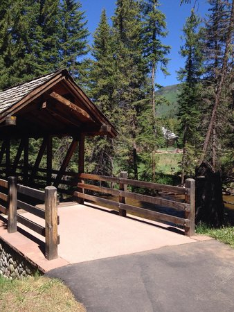 Manor Vail Lodge: Creek