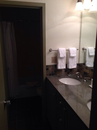 Manor Vail Lodge : Double sinks