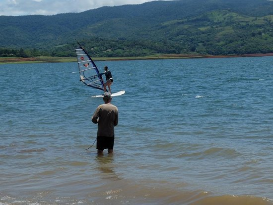 Hotel Lago Arenal & Microcervecería: Get a surf lesson by the lake!