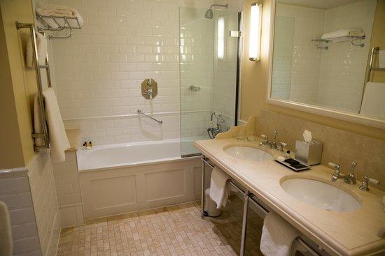 Ellenborough Park: Bathroom