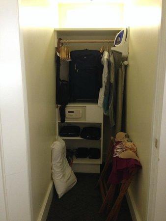 Fairmont Sonoma Mission Inn & Spa : Closet