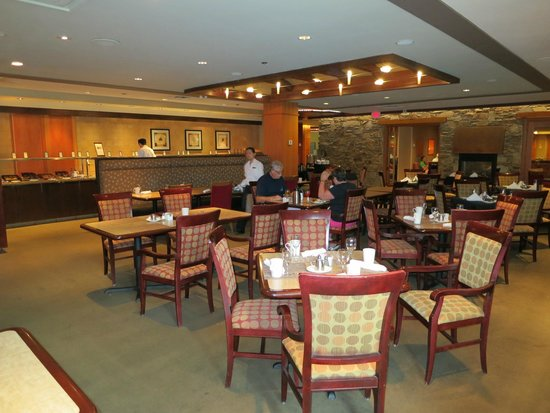 Hilton Whistler Resort & Spa : Breakfast area