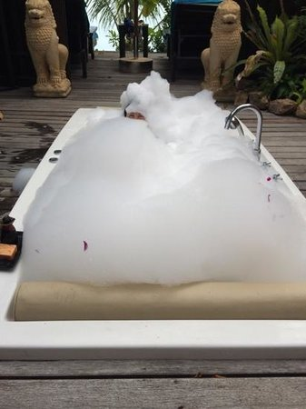 Bo Phut Resort & Spa: slightly too much bubble bath..