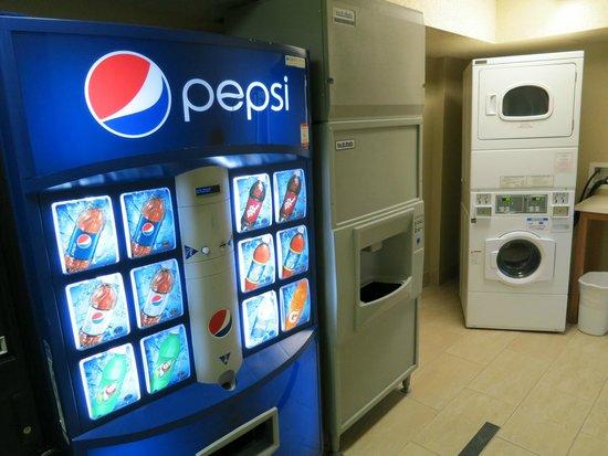Hilton Whistler Resort & Spa: Laundry floor 6, North tower