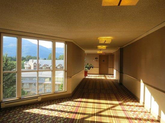 Hilton Whistler Resort & Spa: Hallway, floor 6, north tower