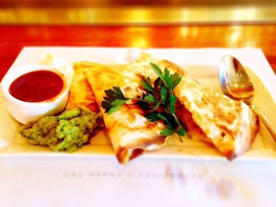 Steamer's Grillhouse : These Chicken Quesadillas were A+