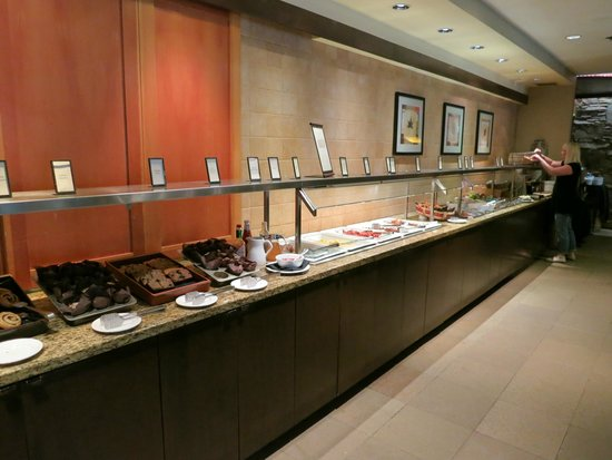 Hilton Whistler Resort & Spa : Breakfast buffet