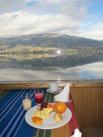 Hosteria Cabanas del Lago: Restaurant/view