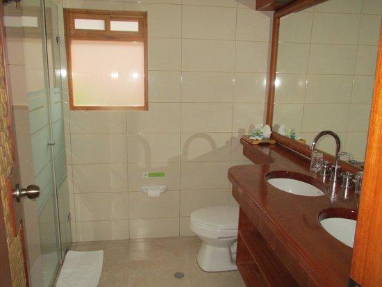 Hosteria Cabanas del Lago: Bathroom