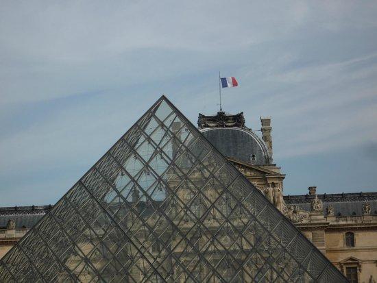 Louvre Museum: Vive le France