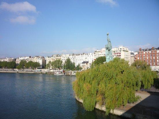 Río Sena: Réplique de la Statue de la Liberté