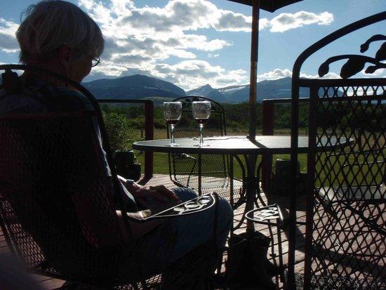 Aspenwood Resort: On the porch before dinner