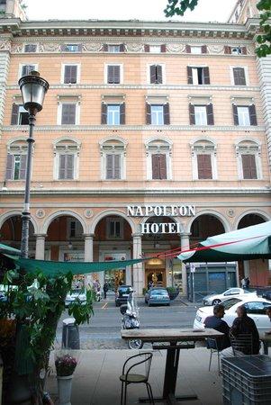 Hotel Napoleon: Front