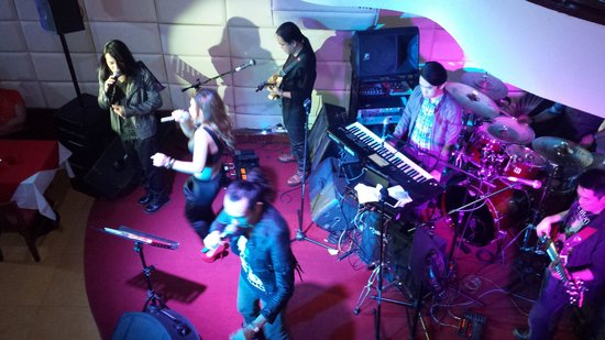 Spicy Fingers Bar and Restaurant: live band