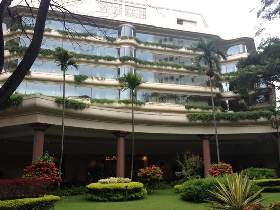 The Oberoi, Bangalore : hotel from entrance