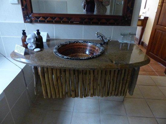 Chobe Marina Lodge: Bathroom