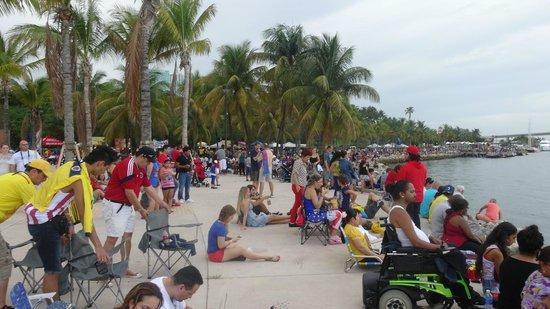 Bayfront Park : Crowds of people