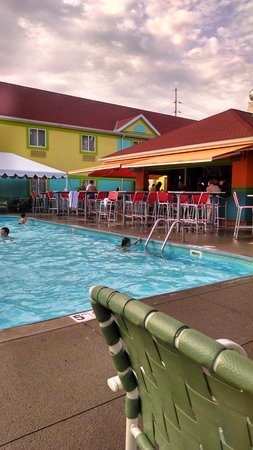Comfort Inn Sandusky: outdoor pool