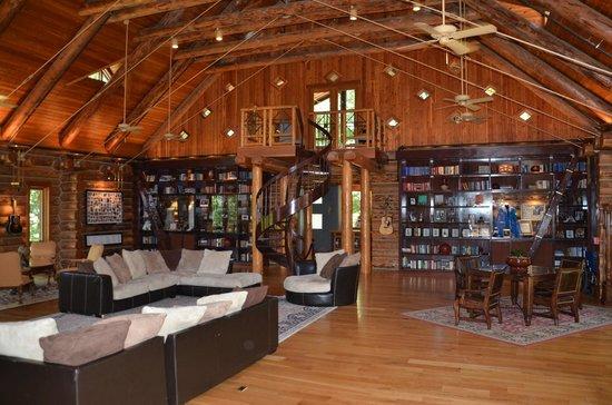 Fontanel Mansion: Grand room