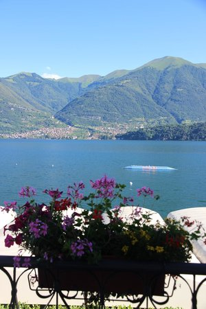 Hotel Villa Aurora : נוף לאגם