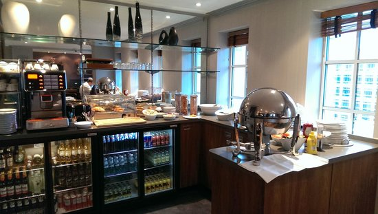 Crowne Plaza London - The City: Breakfast time