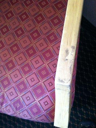 Days Inn Ukiah : filthy chair