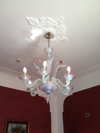Hotel San Cassiano - Residenza d'Epoca Ca' Favaretto : One of the many Venetian glass light fixtures that can be found throughout the hotel.