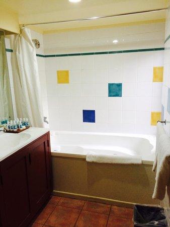 The Rarotongan Beach Resort & Spa: Bathroom
