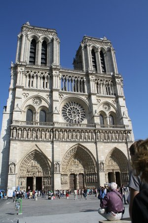 Blue Fox Travel: Taking in the view of Notre Dame