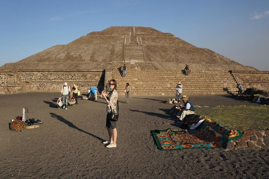 Pyramid of the Sun: У подножия