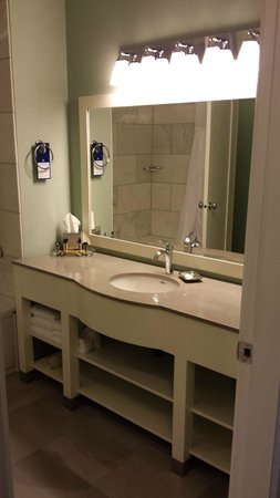 Prestige Oceanfront Resort: Washroom