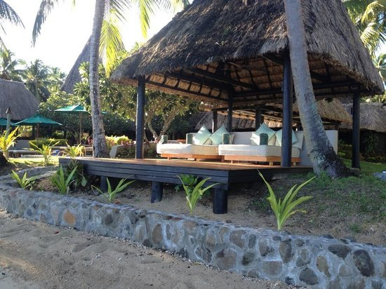Jean-Michel Cousteau Resort : Beach Bure with Day Bed, facing the bay