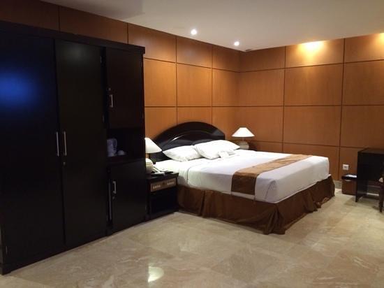 Royal Senyiur Hotel : New room at 2nd floor... comfortable bed