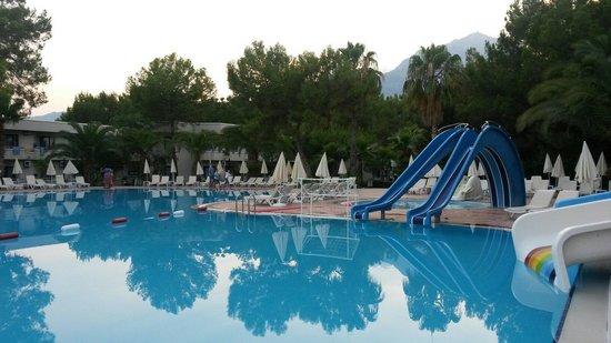 Larissa Club Saphire Hotel: Бассейн очень хорош!