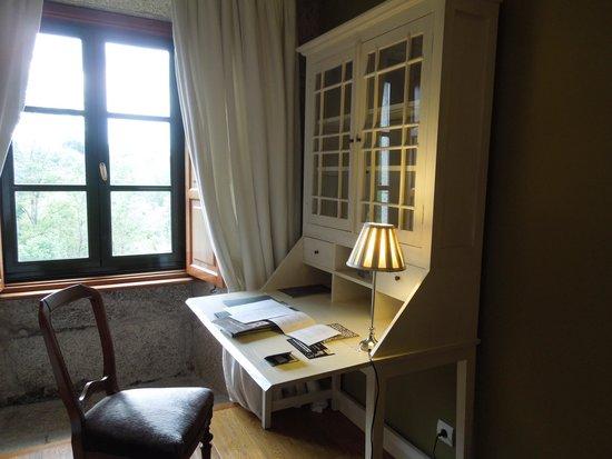 Hotel Spa Relais & Chateaux A Quinta da Auga: 素敵な机