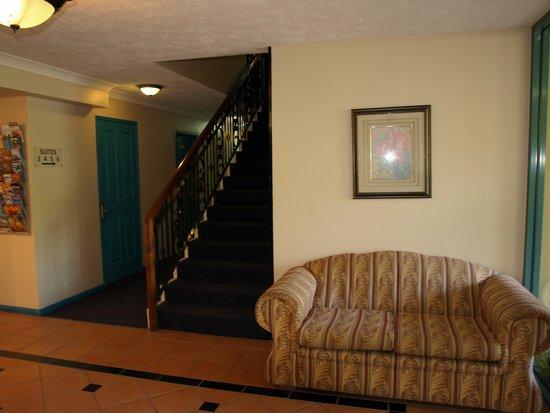 Albion Manor Apartments & Motel: Foyer