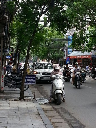 Hanoi Rendezvous Hotel: Stepping out into the action