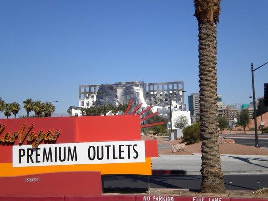Las Vegas North Premium Outlets: Outlets
