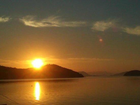 Coral Bay Beach & Dive Resort : Sunrise