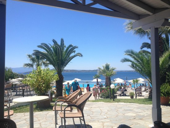 Akrathos Beach Hotel: View from the terace