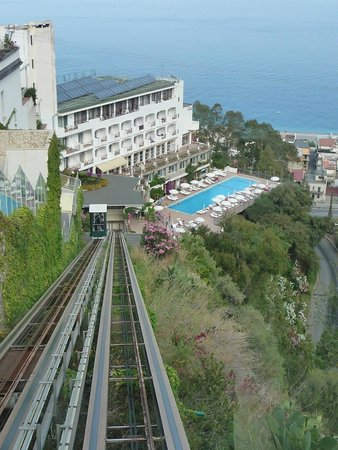 Hotel Antares: Lift to the resort