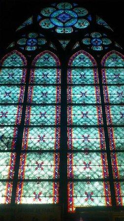 Notre-Dame de Paris: Inside - Stained glass windows are beautiful