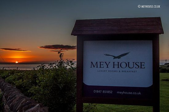 Mey House - Luxury Rooms & Breakfast: Mid summer sunset over Mey House