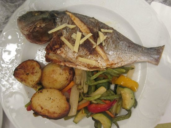 Little Jerusalem - The Ticho House: Fish entree (underflavored and overcooked)