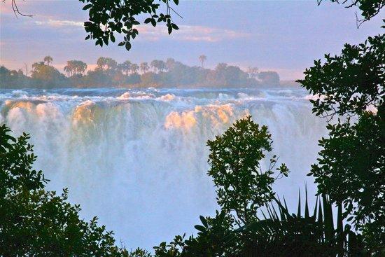 Mosi-oa-Tunya / Victoria Falls National Park: Victoria Falls sunset scenery