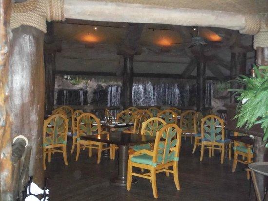 Humuhumunukunukuapua'a: Seating inside