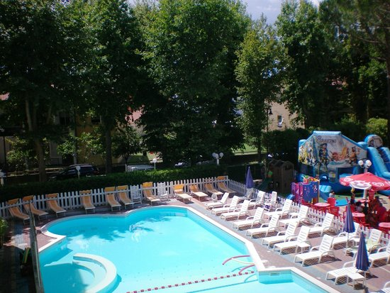 Club Family Hotel Executive: vista piscina dalla camera