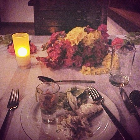 Reethi Beach Resort: arranged by the hotel, a table adorned with flowers on my birthday