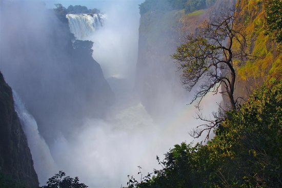 Mosi-oa-Tunya / Victoria Falls National Park: Vantage point 2, Devil's Cataract view taken from 73 steps down