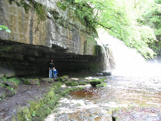 West Burton Falls: Dicht bij het water